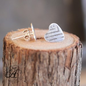 Original Etched stud earring - Heart