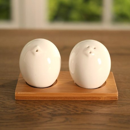 "Salt & Pepper Shaker ""Country Chook"" on Base"