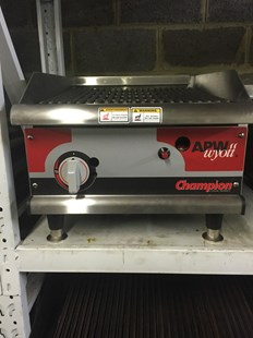 """APW Wyott Champion 18"""" Manual Gas Griddle Peri Peri Grill With Water Tray"""