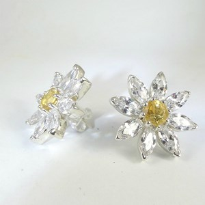 The wonderful Daisy Earrings- Ascot, wedding, heaven...