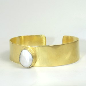 The Roman Goddess Pearl Cuff