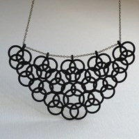 En necklace
