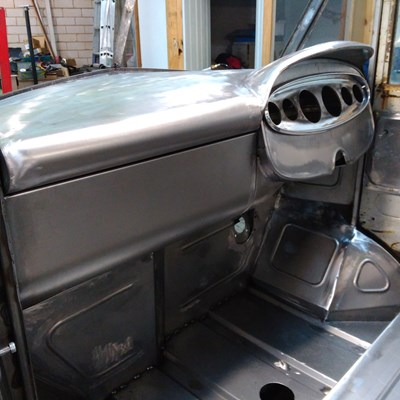 Custom made 50's style dash board top for the 1958 Morris J Type