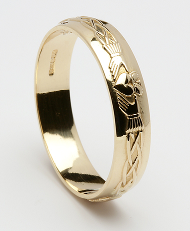 ID101 Claddagh Court- LadiesThis stunning ring incorporates the ancient Claddagh symbol,