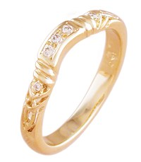 ID313 - Trinity Embrace,This stunning celtic ring is one of the narrowest in our range. It is made to fit next to an engagement ring.